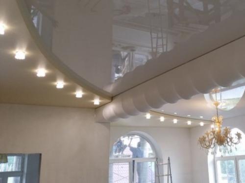 Натяжной потолок: узнайте какие точечные светильники установить